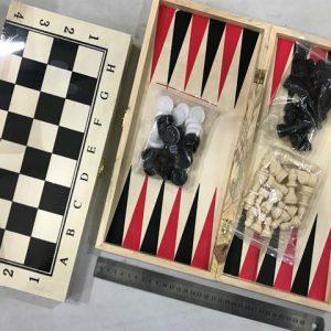 שלושה משחקים באחד , דמקה, שחמט, שש בש – חיילים מפלסטיק